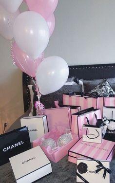 Imagem de chanel, pink, and victoria secret Birthday Goals, 21st Birthday, Birthday Presents, Girl Birthday, Birthday Ideas, Victoria Secrets, Victoria Secret Pink, Rich Girl, Vs Pink