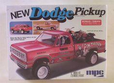 dodge truck model kits | ... Dodge PICKUP MPC 1:25 Factory SEALED Vtg 1976 Truck Model Kit 2 Dirt