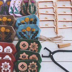 小さなガマ口ポーチ制作中 #手づくり #embroidery #刺繍 #刺しゅう #handmade #needlework #linen…