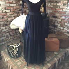 Beautiful Vintage 90's Skirt Made of 100% silk, this 2 layered black skirt is luxuriously flowy. The top layer is sheer and the lining is opaque. This skirt can be dressed up or down. Size 4 with no stretch. Thank you for stopping by lovely! Jones New York Skirts Maxi