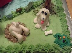 fondant dogs. {I love how the one dog is digging! Too cute! Have to add that idea to Jayden's bingo farm cake}