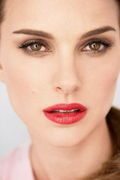 Perfect Natalie Portman: red lips by Dior