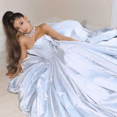 12 Celebs Who Have Channeled Cinderella on the Red Carpet Ariana Grande Grammys, Ariana Grande Fotos, Ariana Grande Linda, Cabello Ariana Grande, Ariana Grande Photoshoot, Ariana Grande Pictures, Ariana Grande Outfits Casual, Selena Taylor, Ariana Grande Wallpaper