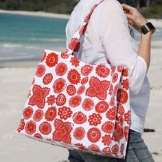 Oilcloth tote bag in Doilie Berry
