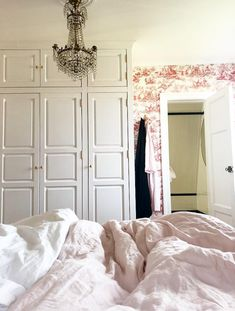 New England Hus, Bradford, Home Bedroom, Good Night Sleep, Oversized Mirror, Minimalist, Flooring, Living Room, Modern