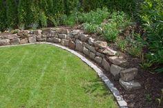 Garden wall, gabions and slope fortifications, natural stones in the garden - Zäune, Hecken und Mauern im Cottage Garten - garten dekore