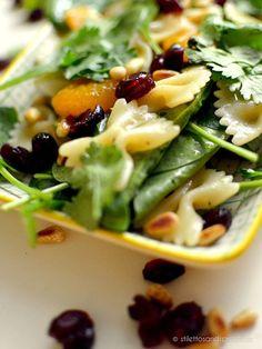 Mandarinen-Babyspinat-Salat mit dried cranberries, Pinienkernen und Koriander #vegan #pasta #healthyeating #pastasalat