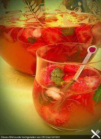 Die Erdbeerbowle mit dem sagenhaften Aroma, ein sehr leckeres Rezept aus der Kategorie Bowle. Bewertungen: 31. Durchschnitt: Ø 4,4.