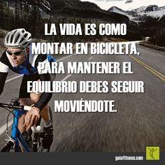 La vida es como montar en bicicleta. Para mantener el equilibrio debes seguir…