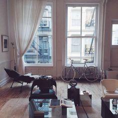 Quiero un salón así! Con la misma bici incluída!! LA COOL & CHIC