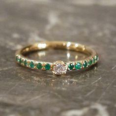 K18 / engagement ring,エメラルド,ダイヤモンド 緑色が好きな彼女へと、鮮やかなグリーンのエメラルドでおつくりしたハーフエタニティのオーダーリング。 [婚約指輪,ウエディング,wedding ring,Gold,diamond,]