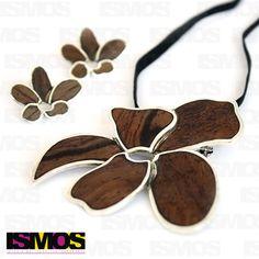 ISMOS Joyería: juego de aretes y dije de plata y madera // ISMOS Jewelry: silver and wood pendant and earrings set