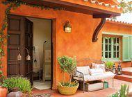 Fachada de la casa, en color teja