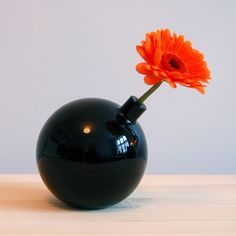 Kabloom by Gridy - a glass vase shaped like a cartoon bomb and designed to hold a single flower.