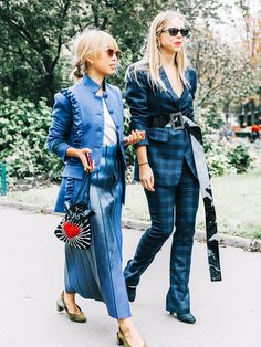 Belts may be the most practical items in our wardrobes, but the fashion set have some pretty creative ways to wear theirs. See how to wear a belt here…