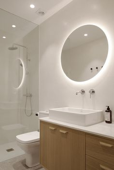 Kresala is a minimalist interior located in Donostia, Spain, designed by Bade Interiorismo Donostia Small Bathroom With Shower, Relaxing Bathroom, Bathroom Faucets, Bathroom Design Luxury, Home Interior Design, Dream Bathrooms, Public Bathrooms, White Bathrooms, Luxury Bathrooms