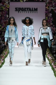 Elegant, Mercedes Benz, Fashion Show, Kimono Top, Spring Summer, Dresses, Fashion Styles, Classy, Vestidos