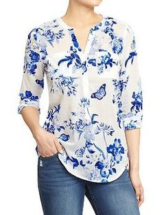 Love the beautiful blue and white floral pattern on this tab-collar, three-button blouse from Old Navy (it reminds me of many a classic china pattern). Look good around the clock in tall women's shirts from Old Navy. Shop tall women's blouses in various c Modest Fashion, Fashion Dresses, Floral Fashion, Outfit Trends, Outfit Ideas, Printed Blouse, Western Wear, Dress Patterns, Floral Patterns
