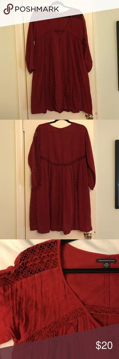 American Eagle Dress Great flowy dress. Can be easily dressed up or down with heels and wedges or flat Sandler and boots! Looks great with a sweater over it or on its own. American Eagle Outfitters Dresses