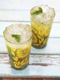 Lemon Grass Mojito by Jamie Oliver Cocktail Party Food, Cocktail Recipes, Jamie Oliver, Lemongrass Recipes, Lemon Recipes, Yummy Recipes, Mojito Drink, Mojito Recipe, Alcohol