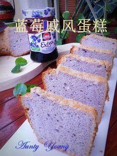 藍莓戚風蛋糕 (Blueberry Chiffon Cake) // 4 egg yolks, 20 g sugar, 80 g blueberry jam, 27 g oil, 80 g flour, 4 egg whites, 30 g sugar, 1 t lemon juice.