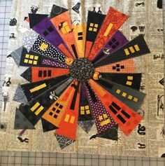 Fullscreen capture 10312017 110854 AM Halloween Quilts, Halloween Sewing, Halloween Applique, Halloween Fabric, Halloween Projects, Dresden Quilt, Cute Quilts, Mini Quilts, Quilting Projects