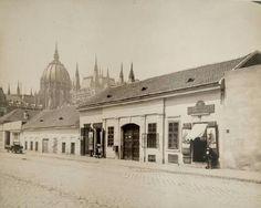 1913. Garibaldi (akkoriban Géza) utca. Old Pictures, Old Photos, Vintage Photos, Utca, Budapest Hungary, Historical Photos, Taj Mahal, Places To Go, Landscapes