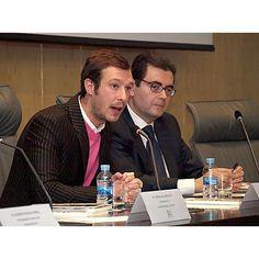 El autor de libro, Juan Merodio (iz) junto a Francisco Botía, director de FSC Inserta.