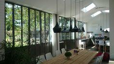 Cuisine réalisé dans une véranda au style Atelier d'artiste | Turpin Longueville | #basileek #verriere
