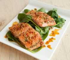 Epicure's Steamed Teriyaki Salmon with Spinach (Copyright © Epicure Selections) Wok Recipes, Epicure Recipes, Lunch Recipes, Seafood Recipes, Healthy Dinner Recipes, Steamer Recipes, Fast Easy Meals, Easy Dinners, Halibut Recipes