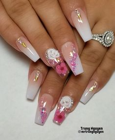There are many styles of nails. Recently, dried flower nail art designs on ins are very popular. Dry flower nails are m Simple Nail Designs, Acrylic Nail Designs, Nail Art Designs, Nails Design, Diamond Nail Designs, Acrylic Nails Stiletto, Best Acrylic Nails, Nail Swag, Trendy Nails