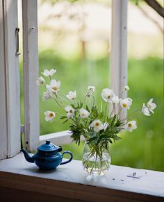 Window View, Open Window, Elsie De Wolfe, Garden Windows, Through The Window, Art Floral, Windows And Doors, Flower Arrangements, Beautiful Flowers