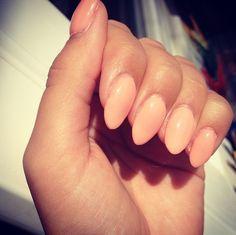 almond nails-stiletto shape