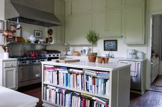 Cozy, lived-in, book-filled kitchen in Julia Reed's New Orleans house {via ELLE DECOR, Sept 2012}