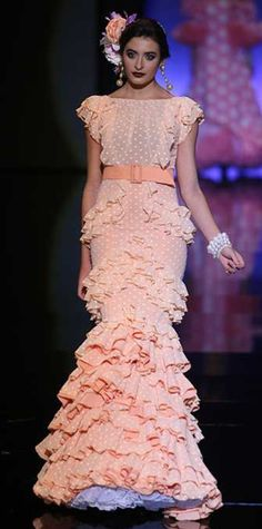 ... Flamenco Dancers, Flamenco Dresses, Spanish Dancer, Spanish Fashion, African Fashion, Ruffles, Fancy, Gowns, Formal Dresses