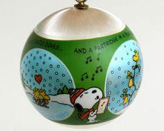Vtg 1980 Hallmark Satin Ball Ornament Snoopy Sing Peanuts Woodstock Xmas Wrap