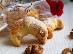 Svatomartinské rohlíčky - brydova.cz Czech Recipes, Little Kitchen, Holiday Dinner, Croissants, Creative Food, Bagel, Doughnut, Holiday Recipes, Cooking Recipes