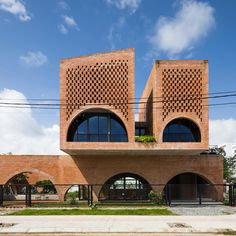 Tropical Space builds arched brick coffee shop with a house perched above Brick Architecture, Architecture Photo, Painted Shed, Brick Archway, Garden Line, Zen House, Glass Facades, Unusual Homes, Facade House