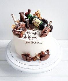 Ну почему выходные пролетают таааак быстро?! Уже 5 января на дворе,а у меня перед глазами подготовка к  НГ полным ходом))) Угораздило же дочку родить 3 января, теперь все события сконцентрированы у этого дня) Осталось так мало выходных, проведите их незабываемо и с пользой для себя любимых Хорошего дня! Homemade Birthday Cakes, Birthday Cakes For Men, Themed Birthday Cakes, Milo Cake, Cake Recipes, Dessert Recipes, Drip Cakes, Cookie Desserts, Cake Art