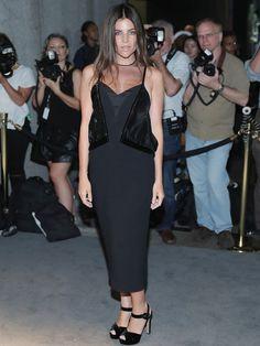 Auch Julia Restoin Roitfeld ließ sich die Tom Ford A/W 2016 Fashion Show nicht entgehen. Die Tochter von Carine Roitfeld trug ein schwarzes Kleid mit Pailletten-Einsätzen und schwarzen Samt-Sandalen.