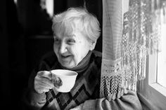 Home Care: 4 Great Gifts For Seniors With Alzheimer's - Autumn Hills Home Care Senior Activities, Daily Activities, Autumn Hill, Family Tree Photo, Respite Care, Study Spanish, Care Agency, Photo Frame Design, Digital Photo Frame