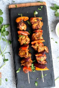 Chicken Tikka, an extremely popular appetizer in Indian cuisine! In this easy Airfryer/ Oven recipe, chicken chunks are marinated in yogurt and aromatic spices, then grilled to a crisp brown texture! Indian Food Recipes, Vegetarian Recipes, Snack Recipes, Cooking Recipes, Healthy Recipes, Chicken Starter Recipes, Recipe Chicken, Kerala Chicken Recipes, Popular Appetizers