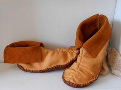 Short Moccasins, Center Seam, Slip On, Traditional Native American, Handmade, Handsewn, Natural, Earthing Shoes, Hippie, Boho, Woodland by FaeMoonWolfDesigns on Etsy https://www.etsy.com/listing/216437705/short-moccasins-center-seam-slip-on