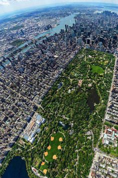 "Aerial view of Manhattan. That large block of green down the middle is Central Park, the 843 acre ""green heart"" of the city. {Source: https://www.facebook.com/centralparknyc}"