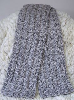 Free Pattern: Cable and Diamond by Elizabeth Lovick