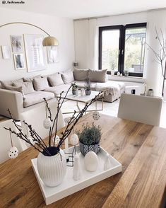 Colori neutri per la Pasqua 🐰 Se . Neutral colors for Easter 🐰 If your decorating style is characterized by light colors, you can also choose the same palette for Easter decorations. Home Living Room, Living Room Decor, Bedroom Decor, Painted Dining Room Table, Furniture Styles, Decor Styles, House Design, Interior Design, Home Decor