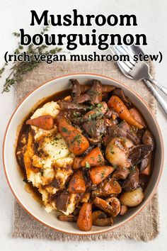 Mushroom bourguignon is the ultimate hearty, comforting vegan stew (and it's also surprisingly low calorie!) #mushroombourguignon #bourguignon #veganstew #mushroomstew #vegetarianstew