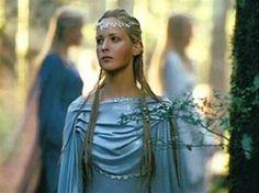 Elven maiden of Lothlorien
