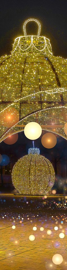Gold Christmas, Diva, White Gold, Events, Ceiling Lights, Style, Top, Swag, Divas