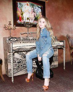 sabrina carpenter feet at DuckDuckGo Sabrina Carpenter Outfits, Celebrity Style Casual, Girl Meets World, Celebs, Celebrities, Gorgeous Women, Beautiful, Female Models, Singer